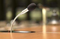 Mikrofon in einem Konferenzraum